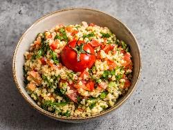 Табуле - класическа салата с булгур, домати и магданоз - снимка на рецептата